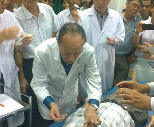 Lớp Tập Huấn Châm Cứu Truyền Nghề Của Giáo Sư Nguyễn Tài Thu Tại BV Nguyễn Tri Phương TPHCM P2